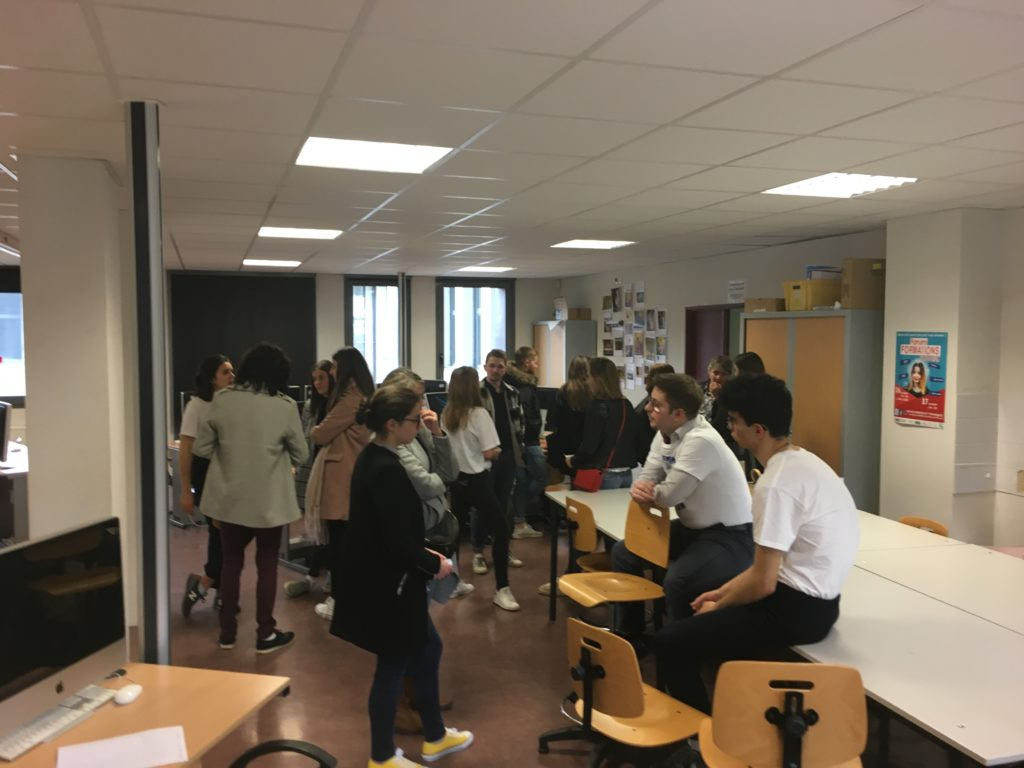 étudiants lors des portes ouvertes